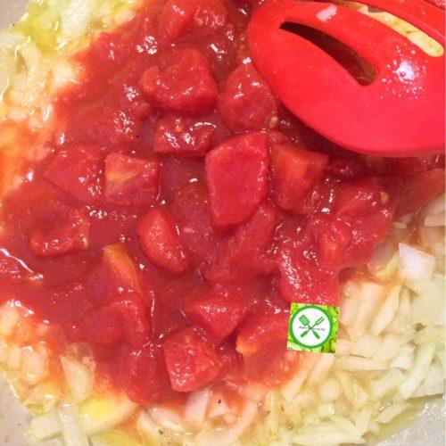 Shrimps scampi add tomato