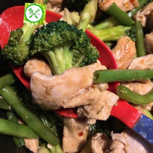 Chicken stir fry w bro n green beans in a pot
