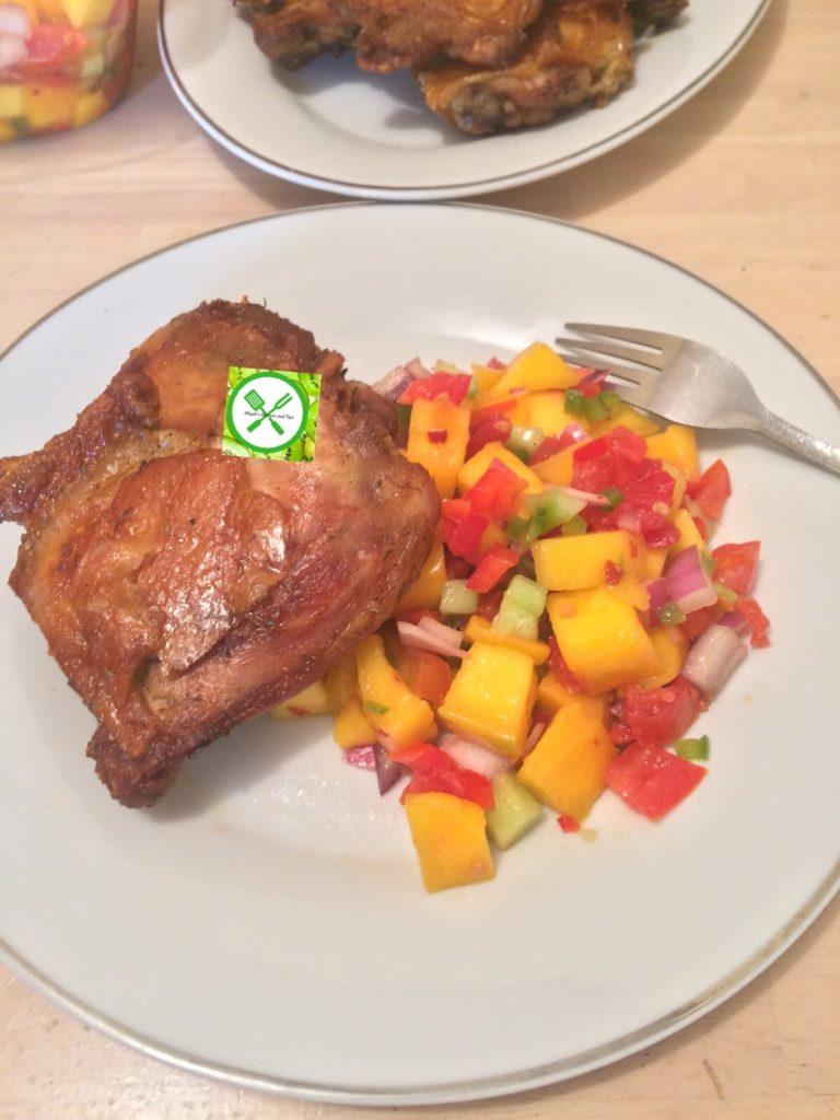 Crispy chicken with salsa served