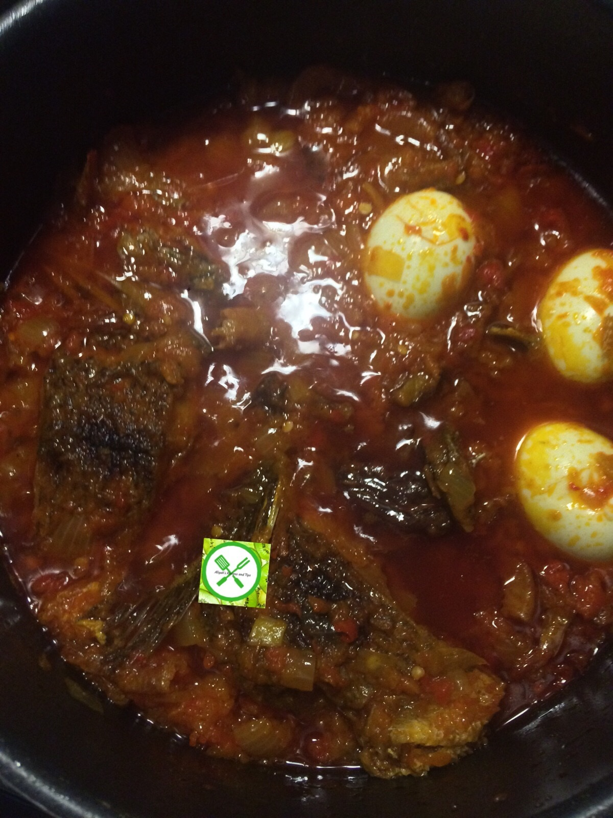 Fried p. oil stew in a pot