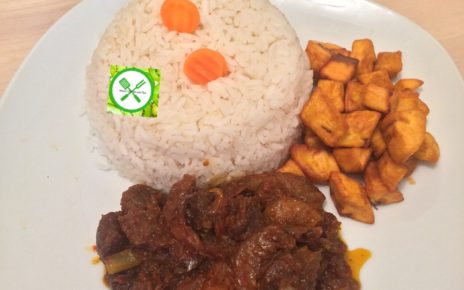Spicy fried stew served with plantain