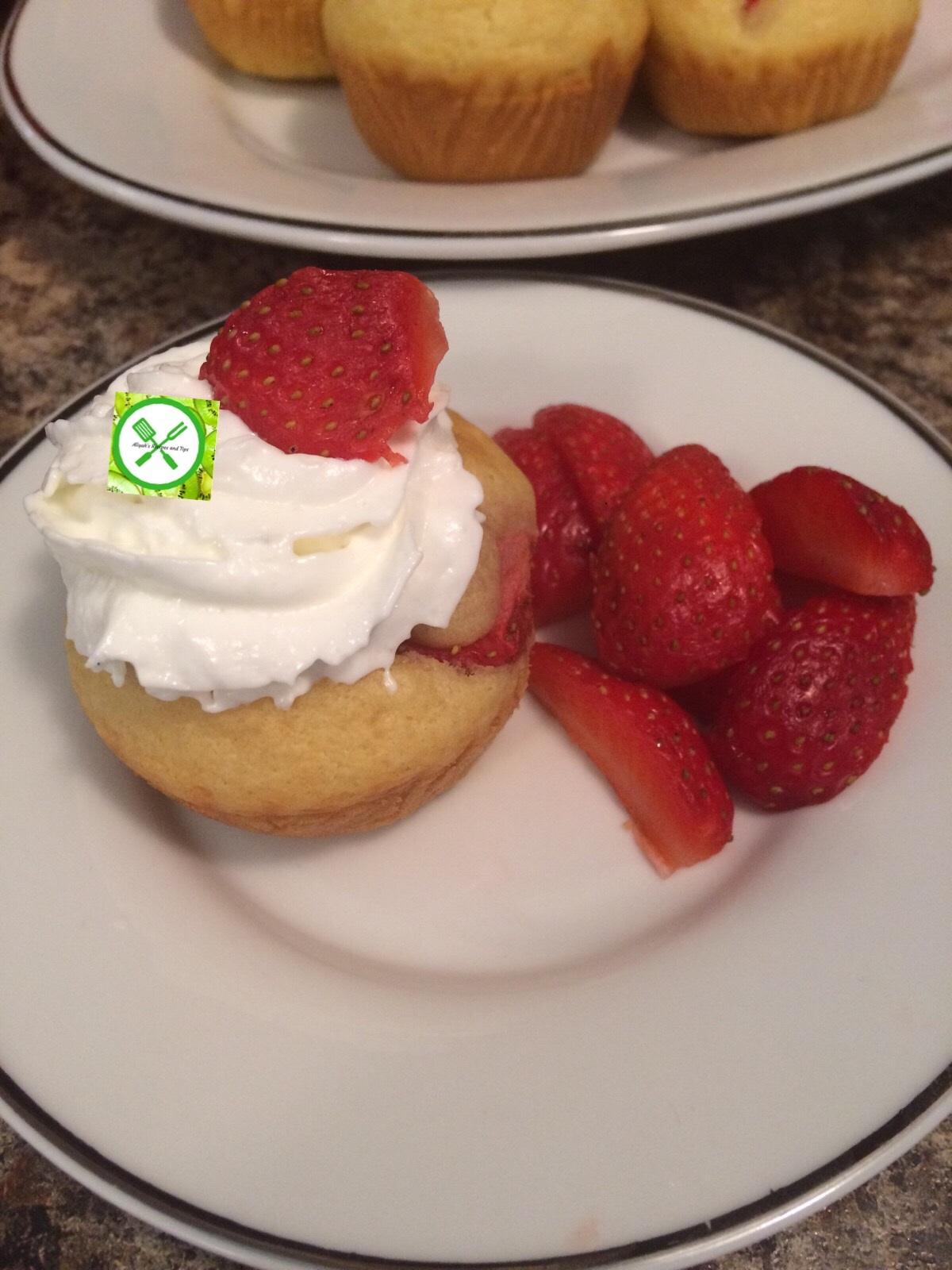 pancake muffins with cream
