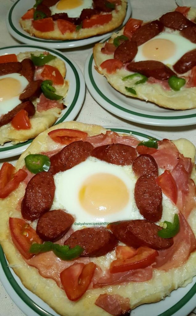 breakfast pizza, breakfast, how to make breakfast pizza, pizza, sausage and egg pizza, breakfast pizza, bacon breakfast pizza, breakfast pizza with egg, low carb pizza, low carb breakfast pizza