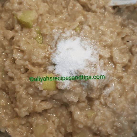 Apple cinnamon oatmeal, is a simple breakfast made with roll oat, apple, cinnamon, butter to elevate the taste. It doesn't take time and delicious!