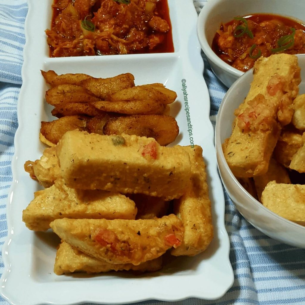 Coated fried yam, yamarita, dundun oniyeri, yamarita fries with ata dindin, A fun yam dish, how to make egg coated yam, how to make yamarita, Nigerian yam recipe, Nigerian yam and sauce, fried, sauce, chicken, baked , fried yam, street food, egg, tfc, how to make crunchy fried yam, how to make crunchy yamarita