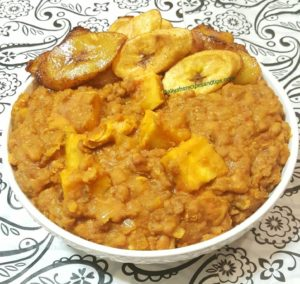 Yam and beans porridge, Nigerian yam and porridge, porridge, beans and yam porridge, ewa ati isu, purple yam, Nigeria, yoruba, plantains, health benefits of beans, porridge soya infant beans, porridge soya beans malawi infant, African, oil beans fries fish, recipe beans sweet corn, beans catering, unripe plantains, beans with yam and fish