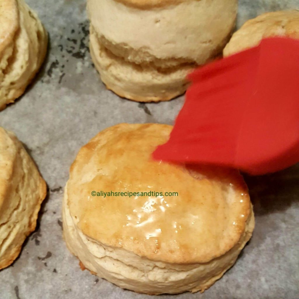 southern buttermilk biscuits, flaky, fluffy, recipe, perfect, sausage gravy, crisco, lard,square, sausage egg, authentic southern biscuit, southern style,