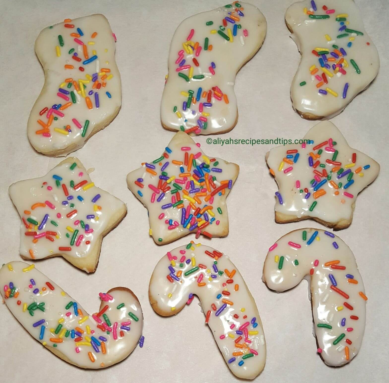 sugar cookies, easy sugar cookies, Sugar cookies with icing, best sugar cookies, soft and chewy froested sugar cookies,snowman cookies, soft christmas cut out sugar cookies, sugar cookies recipe, Christmas cookies,flower, easter, holiday, new year, American cookies, birthday, grocery store, store bought, lofthouse, cookies, Christmas, pink, Icing, Wedding, Dessert, Decorated, plain cookies, royal icing,